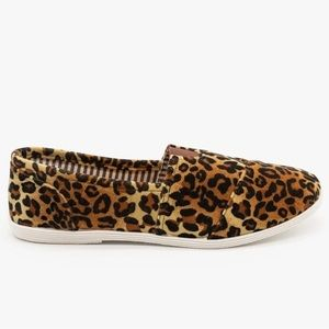 Leopard canvas slip ons